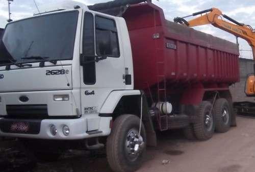 Caminhão basculante para terra